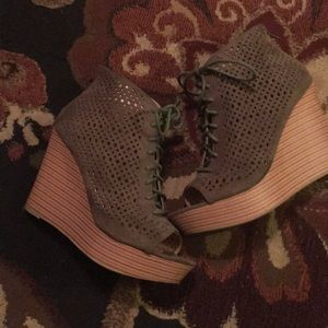 Size 8 army green wedge heels great condition